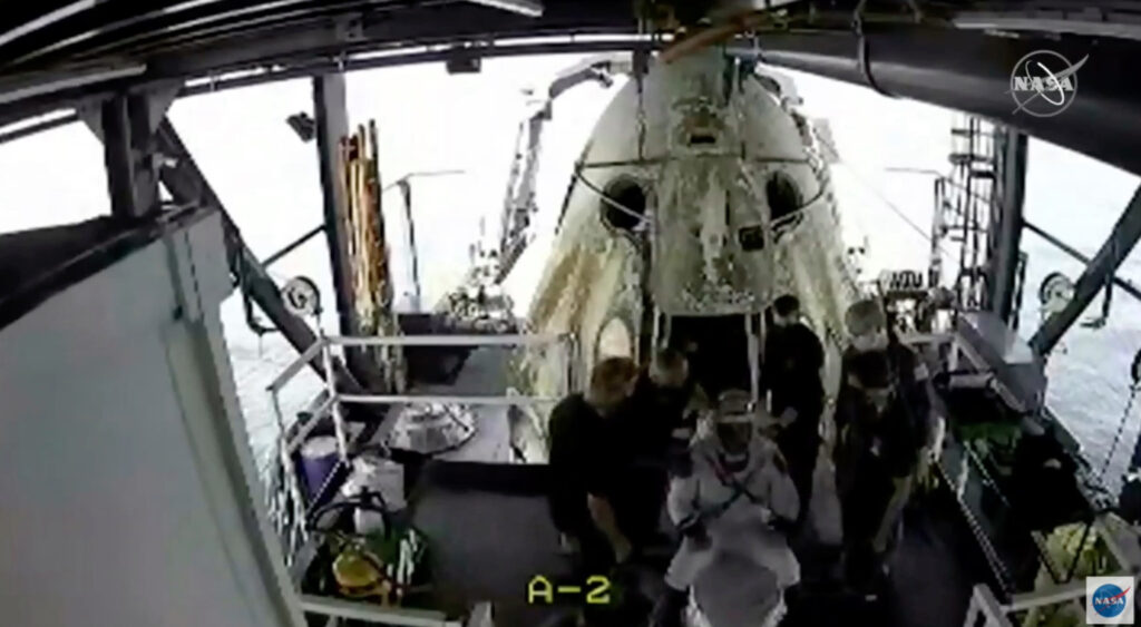 Crew were taken out off the Dragon capsule