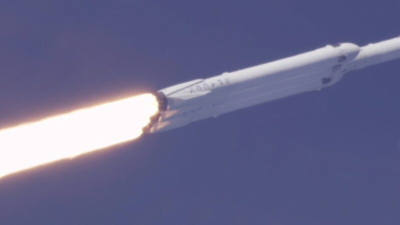 SpaceX Falcon Heavy lift off